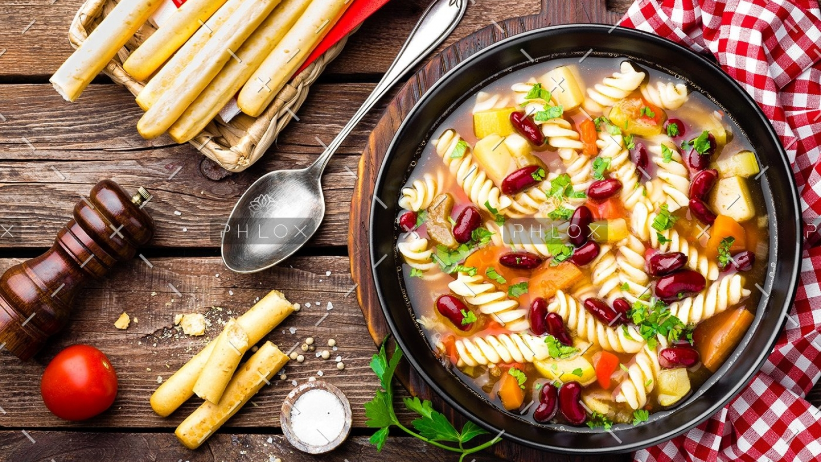 demo-attachment-14-minestrone-soup-vegetable-soup-with-pasta-PHU79AS